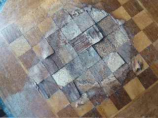 Waterschade antieke schaaktafel