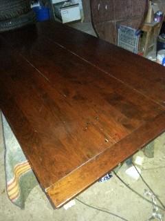 Schade herstel warmte plek op een massieve houten tafel